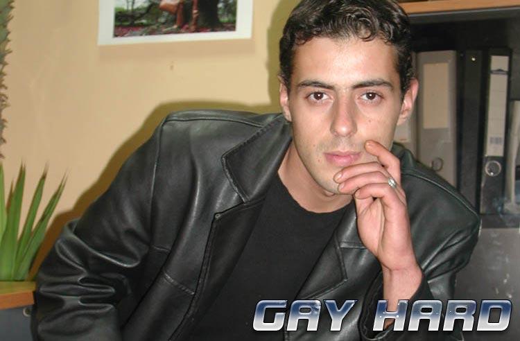 Gaypimmel zeigt schwule Pornos und geile Gaypornos